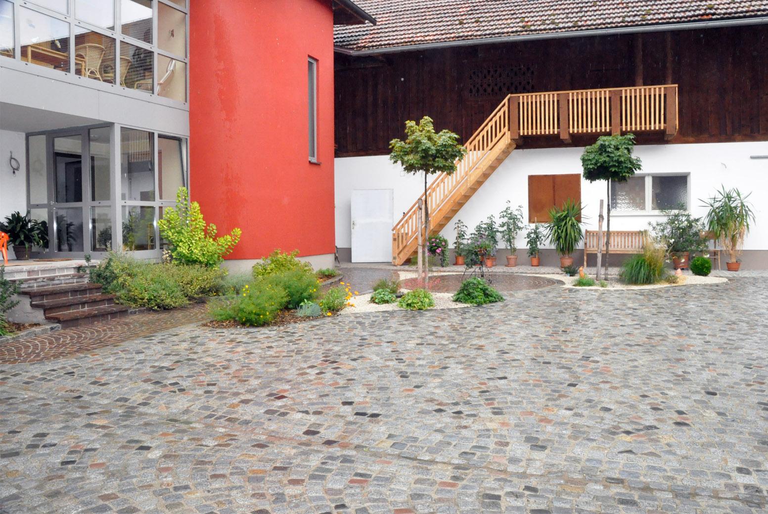 Höfe, Innenhöfe, Bauernhöfe, Plätze, Pflasterungen, Natursteinpflaster, Innviertel, Oberösterreich, Salzburg